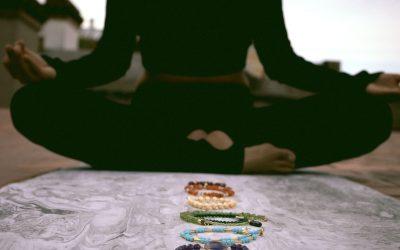 Los chakras y sus colores en las piedras preciosas